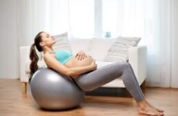 Фитбол при беременности: упражнения для разных триместров