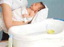 Первое купание малыша после роддома