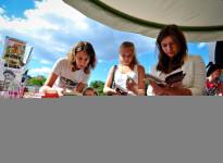 Радость книжного чтения — проект «Летняя читальня» в Кузьминках