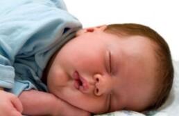 Из-за чего ребенок может сильно потеть во сне