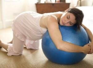 Коленно-локтевая поза при беременности: польза для матери и ребенка