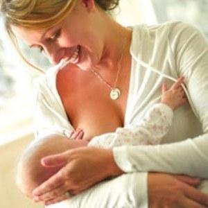 Грудное вскармливание новорожденного