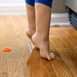 Как лечить, когда ребенок ходит на носочках