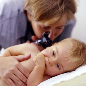 Если болит ухо у ребенка