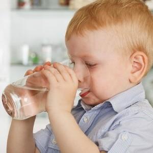 Ребенок пьет много воды, причина - неправильное питание
