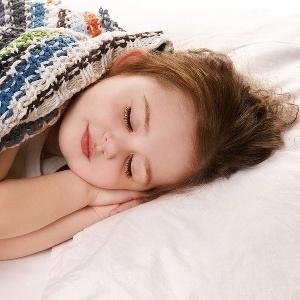 У ребенка в 4 года потеет голова во сне