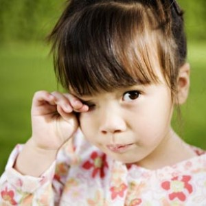 Ребенок постоянно трет глаза и нос