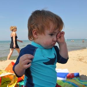 Ребенок чешет глаза постоянно