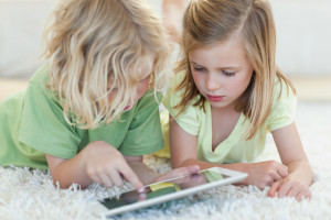Почему не нужно защищать детей от гаджетов