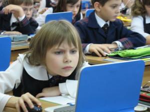Российские школьники будут учиться по электронным учебникам