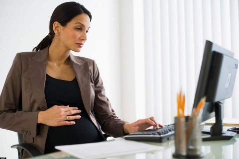 Можно ли работать за компьютером во время беременности
