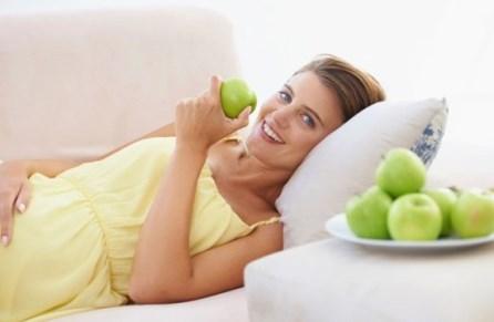 Яблоки при беременности на поздних сроках
